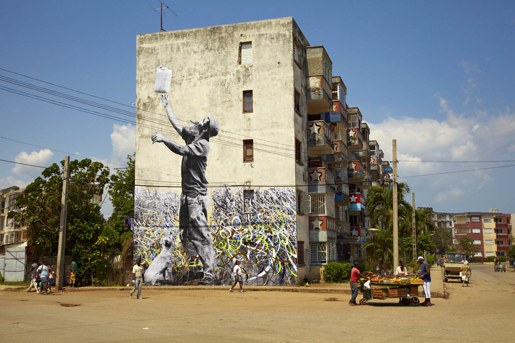 550The_Wrinkles_of_The_City,_La_Havana,_Man_with_Jerry_Can
