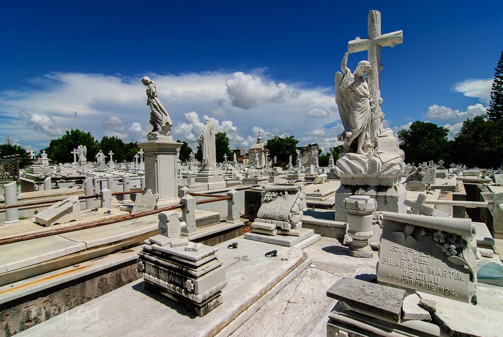 Jeden z najpiękniejszych cmentarzy na świecie - Necropolis Cristobal Colón (Cmentarz Krzysztofa Kolumba) w Hawanie.