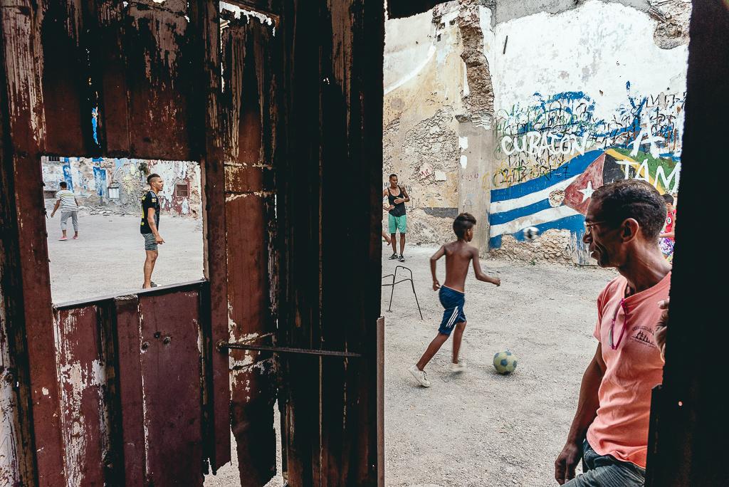 Street games - to tytuł serii, którą realizuję na Kubie.