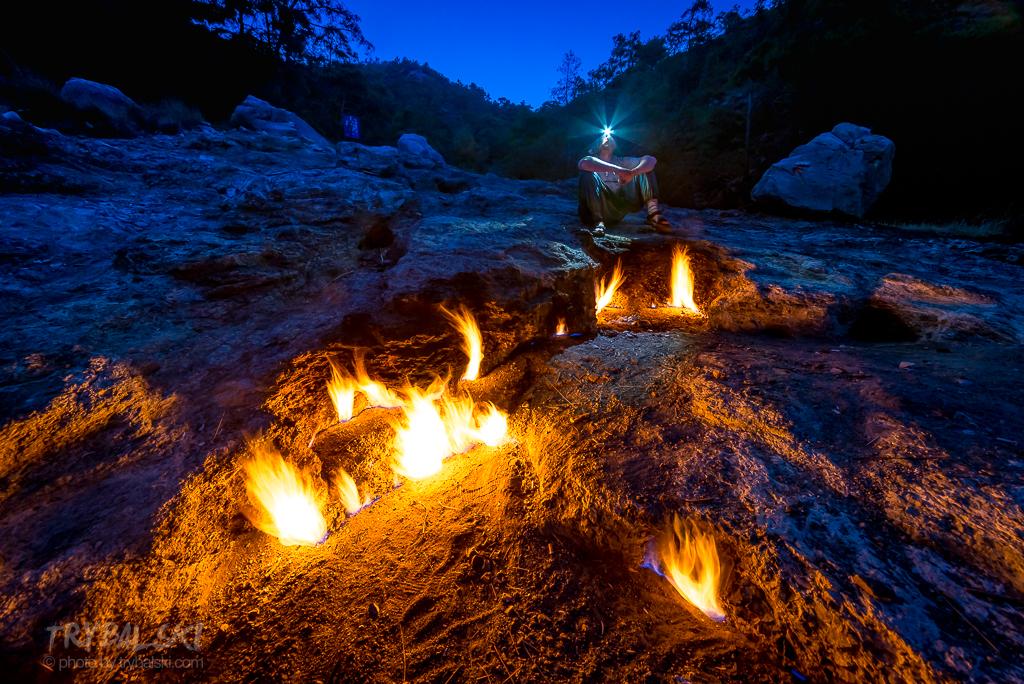 Na Szlaku Licyjskim - Ognie Chimery. I trudna sztuka: jak usunąć turystów i z płaskiego miejsca wykrzesać jakoś przestrzeń i kolory.