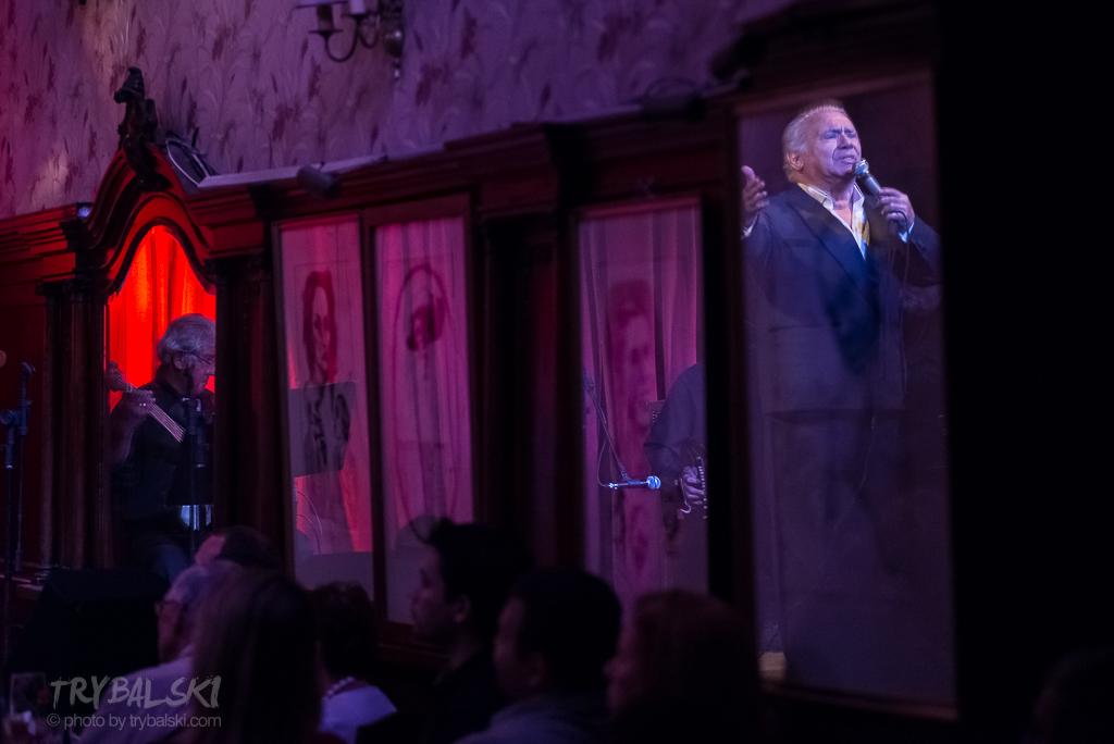 Kluby, sale, lekcje, pokazy... Szukając śladów tango zapędziłem się także na pokaz do słynnej Cafe Tortoni.
