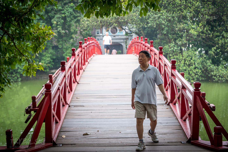 A zaraz za nim - słynny czerwony most.