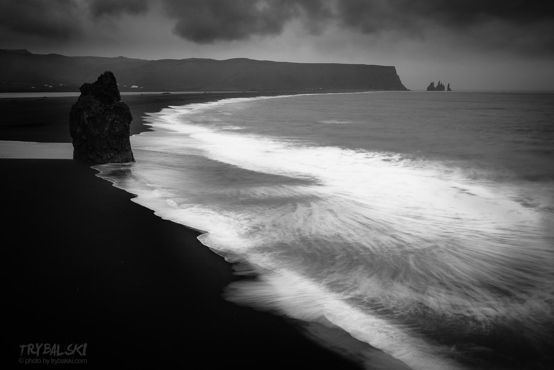 Islandia na czarnej plaży
