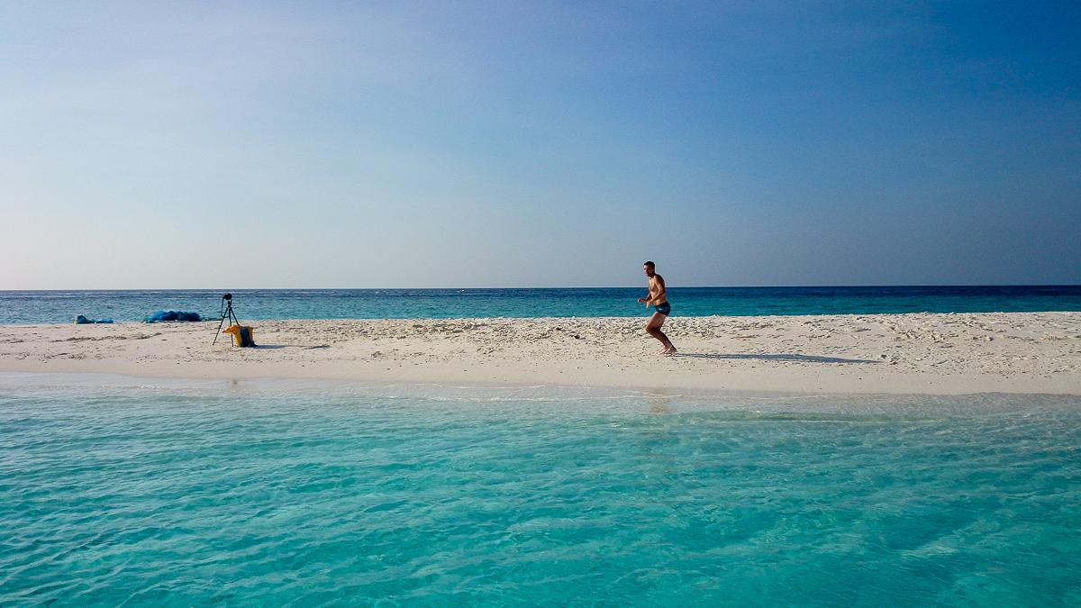 Sam na bezludnej wyspie. Jedynie statyw i testowany plecak :) Fot. Iraaf Lycans