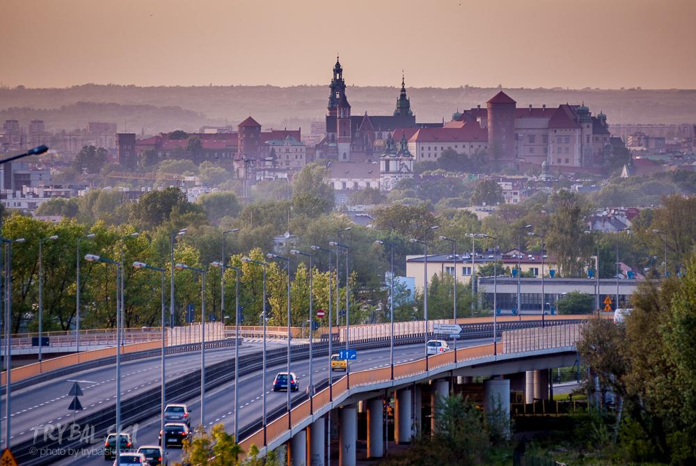 Widok na Wawel z okolic centrum handlowego Bonarka