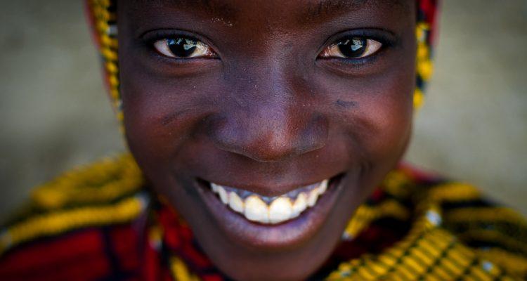 Dziewczyna z plemienia Fulani, Mali, nad Nigrem