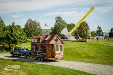 Tiny_House_Giant_Journey_World's_Largest_Axe[1]